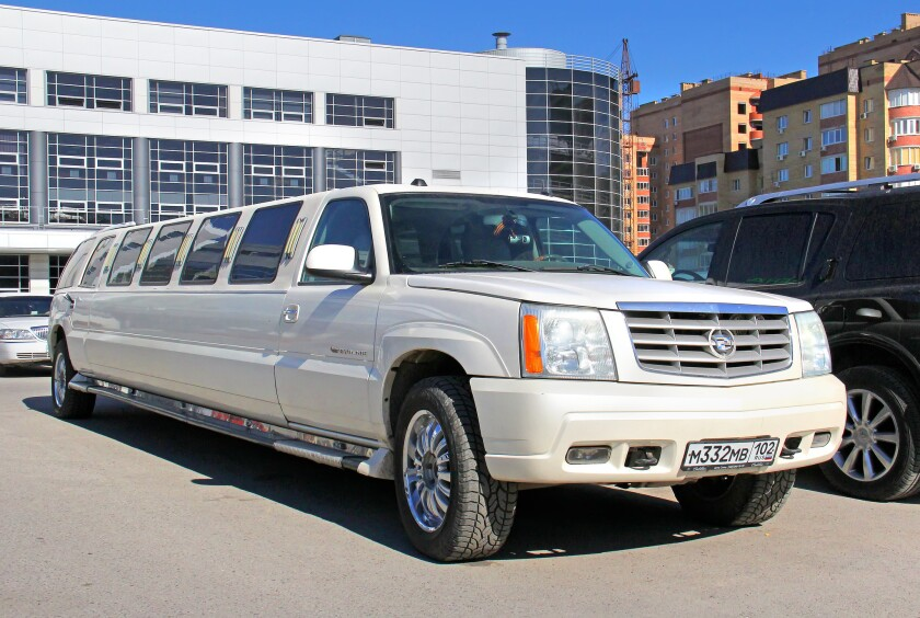 A limo similar to the one that crashed in Schoharie NY that claimed 20 lives.