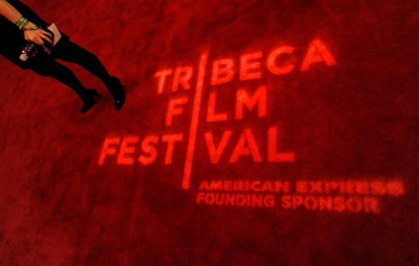 """El logo del Festival de Cine de Tribeca es exhibido sobre la alfombra roja el jueves 22 de abril de 2010, durante la presentación de la película """"My Own Love Song"""" en Nueva York (NY, EE.UU.). EFE/Archivo"""