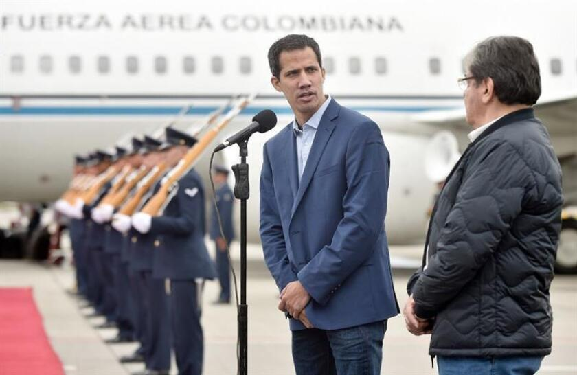 A handout photo made available by the Colombian President's Office shows the head of the Venezuelan National Assembly, Juan Guaido (C), who proclaimed himself interim president of Venezuela on 23 January, accompanied by Colombian Foreign Minister Carlos Holmes Trujillo (R), upon his arrival at the El Dorado International Airport in Bogota, Colombia, 24 February 2019. EFE/EPA/EFRAIN HERRERA / COLOMBIAN PRESIDENCY - HANDOUT HANDOUT - EDITORIAL USE ONLY/NO SALES