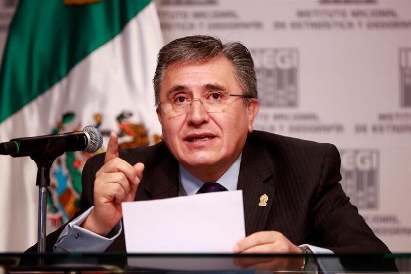 El presidente de la Comisión Nacional de Derechos Humanos, Raúl González, habla hoy, lunes 6 de agosto de 2018, en un acto celebrado en Ciudad de México (México), para la presentación de la Encuesta Nacional Sobre Discriminación 2017 de México. EFE