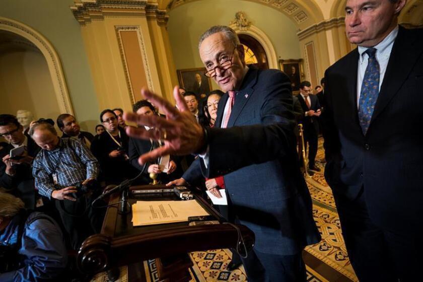 El líder de la minoría demócrata en el Senado, Chuck Schumer, informó hoy de que forzará a la Cámara Alta a votar sobre una propuesta que revierta la decisión de la Comisión Federal de Comunicaciones (FCC) de abolir la neutralidad en la red para preservar internet como servicio público. EFE/ARCHIVO