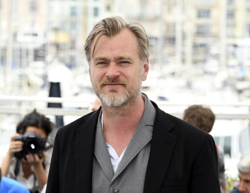 ARCHIVO - El director Christopher Nolan posa en el Festival de Cine de Canne