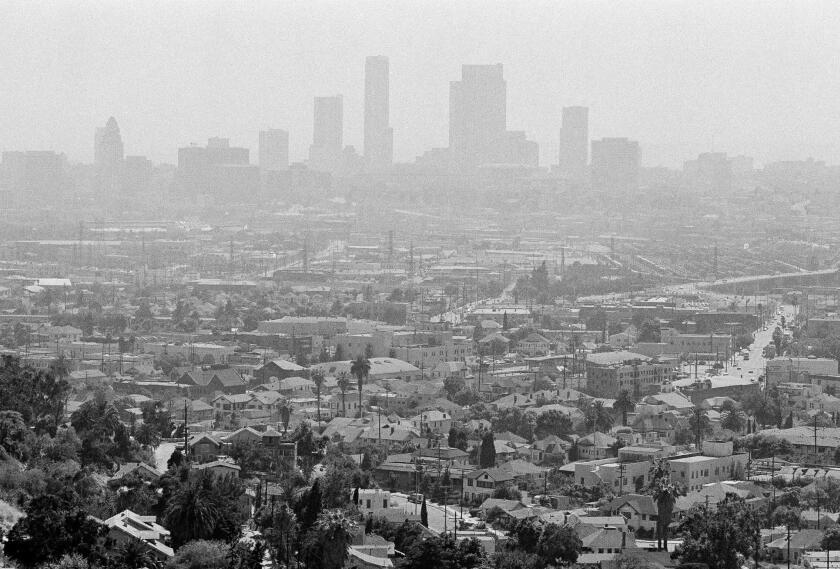 Una vista del smog sobre Los Angeles el 15 de julio de 1978. (AP Photo/Nick Ut, File)