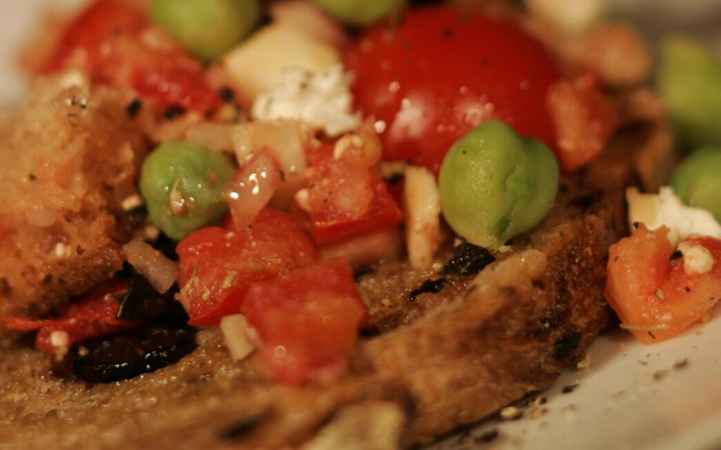 Tomato, fennel, fresh garbanzo and olive bread salad