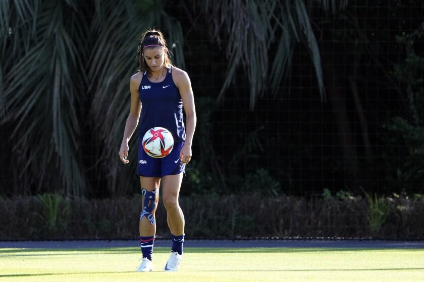 Alex Morgan, de la selección estadounidense de fútbol, entrena en Chiba