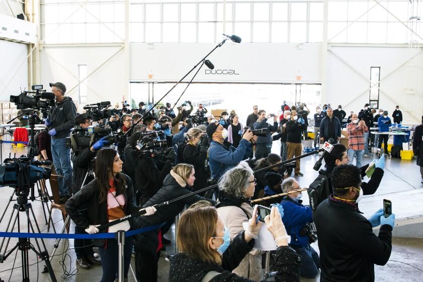 Journalist cover the visit of New York Mayor Bill de Blasio to the Brooklyn Navy Yard.