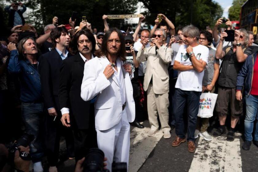 La beatlemanía paraliza Abbey Road en el 50 aniversario de la icónica foto