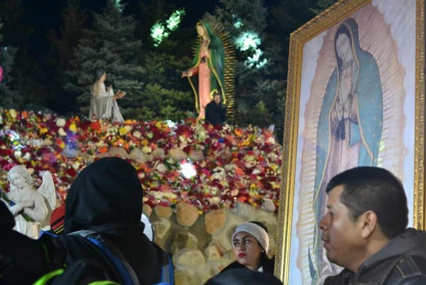 Una imagen de la Virgen de Guadalupe que ha viajado desde Chicago, Estados Unidos hasta los sureños estados mexicanos de Guerrero y Morelos, se ha convertido en un símbolo que le ha dado voz y rostro a millones de migrantes mexicanos que viven y trabajan en aquel país. EFE/Archivo