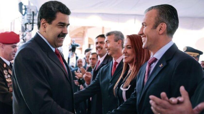 """Venezuela tiene nuevo vicepresidente y concentra sus despachos ministeriales del área económica en un """"poderoso y centralizado"""" ministerio de Economía y Finanzas."""
