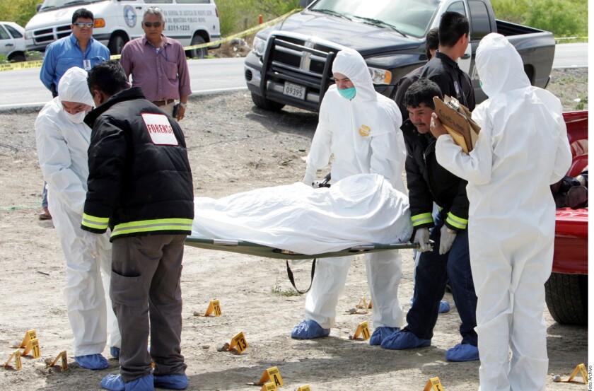 La falta de investigación adecuada sobre la masacre de 49 personas, halladas en mayo de 2012 mutiladas en Cadereyta, Nuevo León, representa una violación grave a los derechos humanos, por lo que la Procuraduría General de la República (PGR) debe atraer el caso, demandó la CNDH.