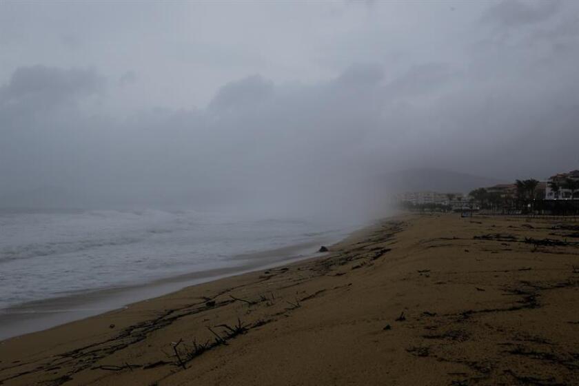 Fabio se debilita a huracán categoría 1 y se aleja de las costas de México