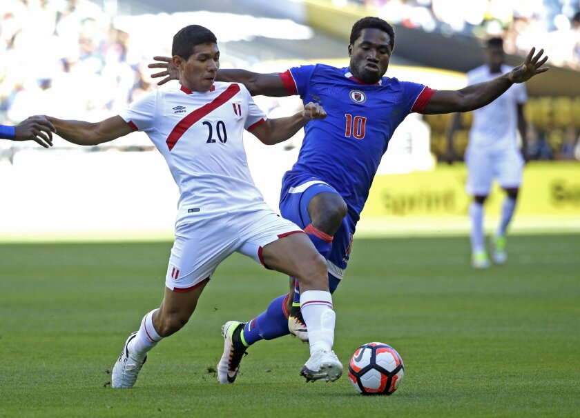Peru forward Edison Flores (20) battles for the ball with Haiti midfielder Jeff Louis (10) during the first half of a Copa America Centenario soccer match, Saturday, June 4, 2016, at CenturyLink Field in Seattle. (AP Photo/Ted S. Warren)