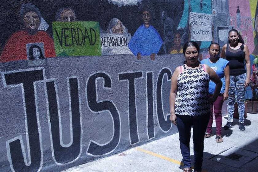 Fotografía que muestra a (i-d) Guadalupe Pérez, Santa María Rosales y Rosario Noriega, durante una entrevista para la agencia Efe en Ciudad de México (México). EFE