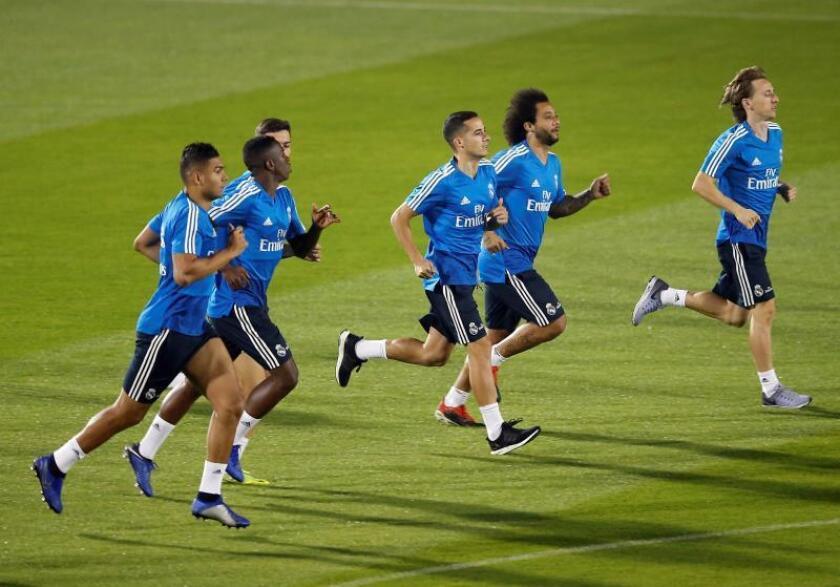 Los jugadores del Real Madrid asisten a una sesión de entrenamientos en la Universidad de Nueva York durante el FIFA Mundial de Clubes en Abu Dabi, Emiratos Árabes Unidos, ayer. EFE
