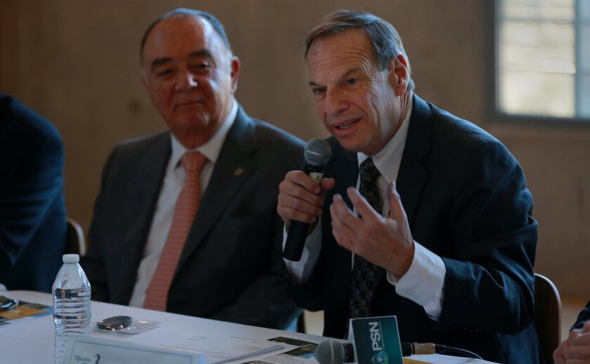 San Diego Mayor Bob Filner and Tijuana Mayor Carlos Bustamante during the Monday gathering. / Photo by Peggy Peattie * U-T