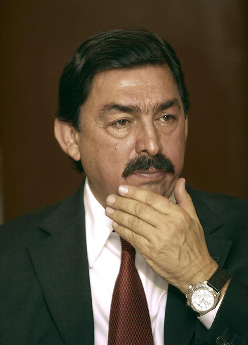 Fotografía de archivo del 17 de agosto de 2005 del líder del Sindicato Nacional de Trabajadores Mineros y Metalúrgicos (SNTMM), Napoleón Gómez Urrutia. EFE/Archivo