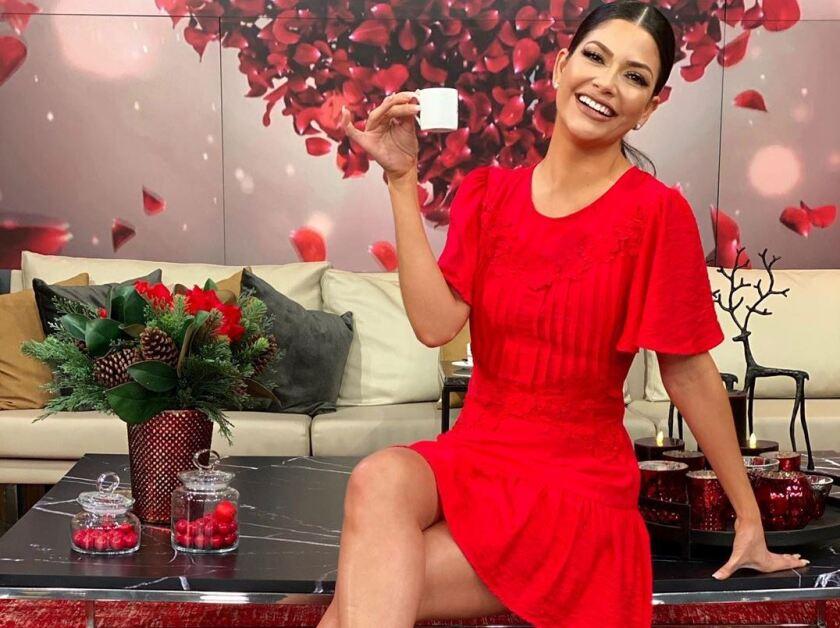 Ana Patricia Gámez celebra el Día del Amor y la amistad con su esposo y sus dos hijos.