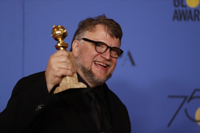 En esta imagen, Guillermo del Toro recibe el premio al Mejor Director en la reciente ceremonia de los Globos de Oro.