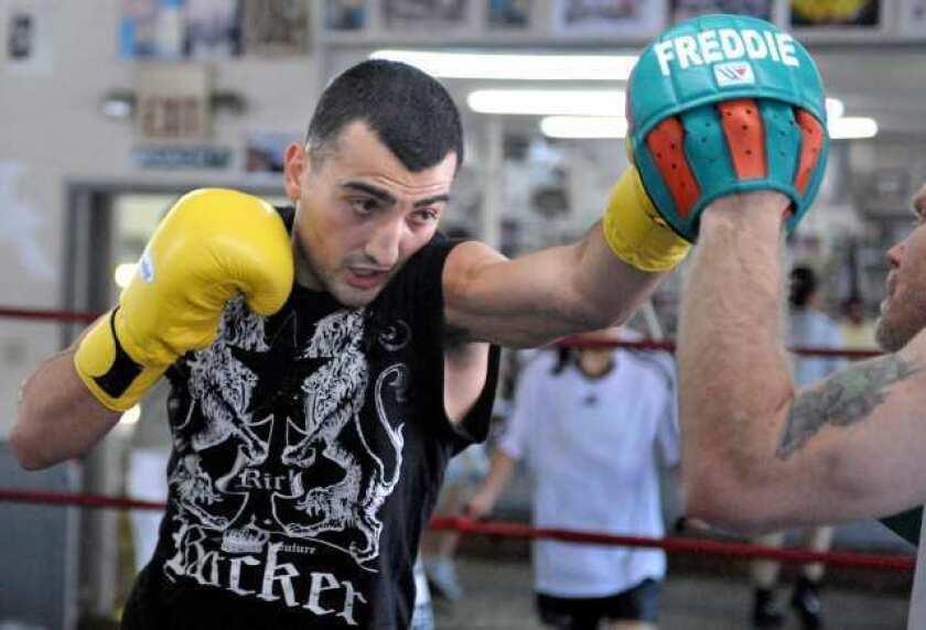 Glendale boxer Vanes Martirosyan feels right at home against Ryan Davis