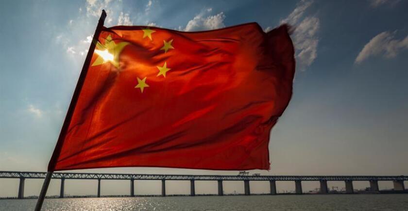 Vista general del puente entre Shanghái y Nantong sobre el río Yangtze. EFE/Archivo