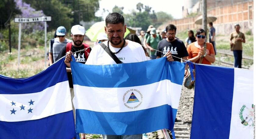 """""""Estos hombres, mujeres y niños son los crucificados de nuestra época"""", asegura Eliza Guerra, voluntaria de la organización en favor de los derechos de los migrantes FM4 Paso Libre."""