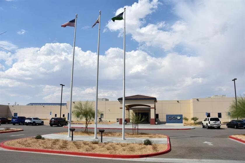 El Fondo México Americano para la Educación y Defensa Legal (MALDEF) pidió hoy en una carta al Departamento de Seguridad Nacional que reabra la investigación sobre presuntos abusos sexuales a dos hispanas en un centro de detención de inmigrantes en Texas. EFE/ARCHIVO