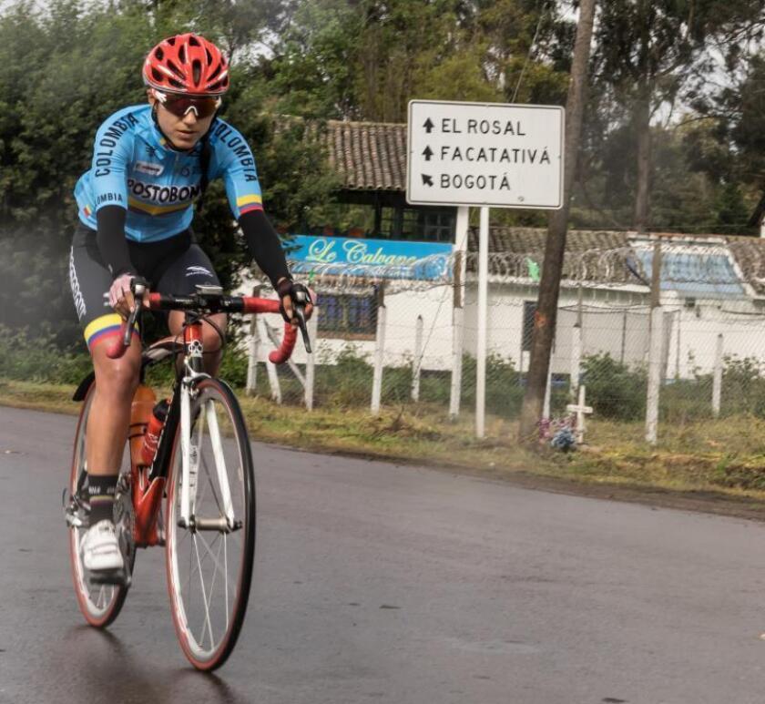 Fotografía del 5 de mayo de 2018 de la ciclista colombiana Paula Andrea Ossa Veloza durante un entrenamiento en Bogotá (Colombia). EFE