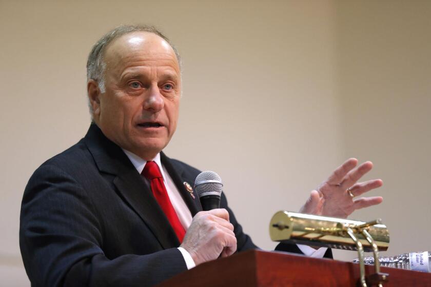 El representante Steve King, en una reunión en Primghar, Iowa.
