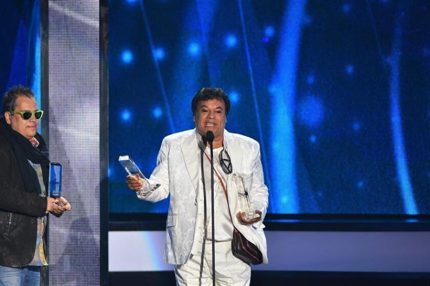 """El álbum """"De Puerto Rico para el Mundo"""", una colección de éxitos en las voces de varios intérpretes, desbancó en el tope de la lista de Top Latin Albums de Billboard a """"Los dúo 2"""" de Juan Gabriel, que pasó al segundo puesto. EFE/ARCHIVO"""