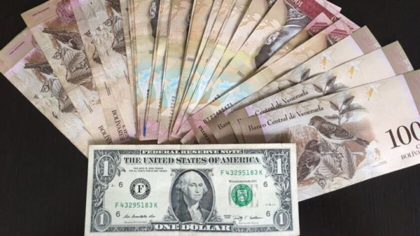El valor del bolívar es muy poco. Uno de los efectos de la crisis económica que atraviesa Venezuela es la devaluación de la moneda nacional.