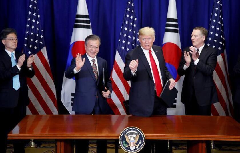El presidente de Corea del Sur, Moon Jae-in (2i), posa junto al presidente estadounidense, Donald Trump (2d), luego de una reunión hoy, lunes 24 de septiembre de 2018, en Nueva York (EE.UU.). EFE/YONHAP/PROHIBIDO SU USO EN COREA DEL SUR