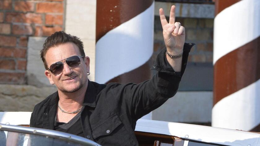 - El líder de U2 depositó ayer un ramo de flores en el lugar donde Mohamed Lahouaiej Bouhlel provocó la muerte de 84 personas al arrollarlas con un camión.