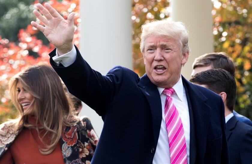 """El presidente estadounidense, Donald Trump, aseguró hoy que ha """"liderado la carga"""" contra el """"asalto"""" a la frase """"Feliz Navidad"""" y la gente vuelve a estar orgullosa de decir esta """"preciada y hermosa frase"""". EFE/EPA/ARCHIVO"""