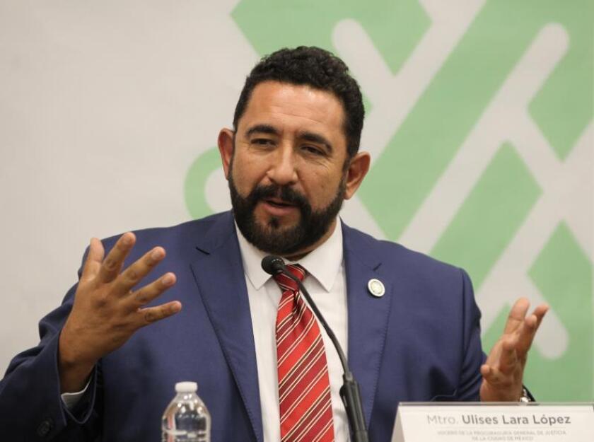 El portavoz de la Fiscalía de Ciudad de México, Ulises Lara, habla en rueda de prensa después de que dos personas, de nacionalidad israelí, fueron asesinadas mientras comían en un restaurante de un lujoso centro comercial, en Ciudad de México. EFE/STR/Archivo/SOLO USO EDITORIAL