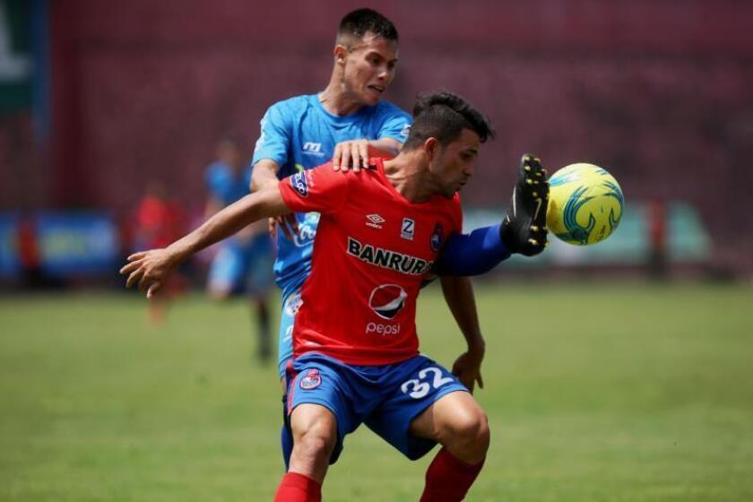 Tras ganar en la etapa de clasificación cuatro de los seis puntos en disputa frente al Malacateco del costarricense Ronald Gómez, ahora los Príncipes Azules del Cobán Imperial irán por la supremacía para alcanzar la semifinal del Apertura en Guatemala. EFE/Archivo