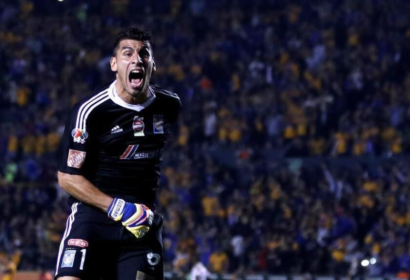 El argentino Nahuel Guzmán, portero de los Tigres de la UANL, reveló hoy que defender un proyecto con objetivos concretos, una buena línea defensiva y la permanencia del entrenador han sido las claves de su equipo para clasificarse a las tres últimas finales del fútbol mexicano. EFE/ARCHIVO