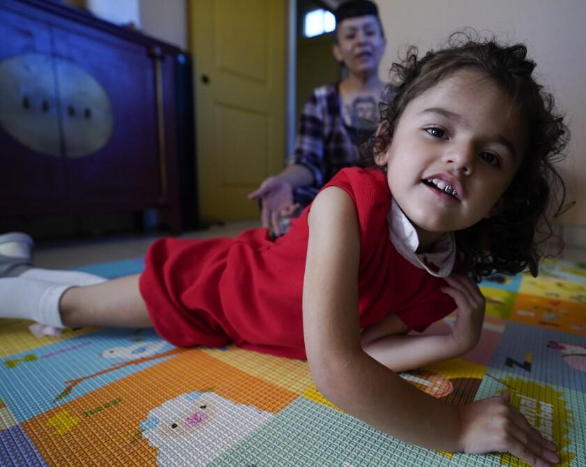 Crisla Soto y su hija de 4 años, Camila.