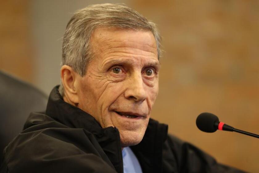 En la imagen, el entrenador de la selección de Uruguay, Óscar Washington Tabárez. EFE/Archivo