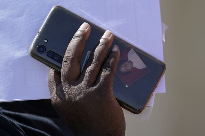 Para muchos migrantes haitianos, el viaje empezó en internet