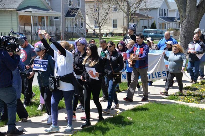 Beneficiarios de los programas DACA y TPS inician una marcha a Washington desde Aurora, Illinois (Estados Unidos), el sábado 28 de abril de 2018. EFE/Archivo