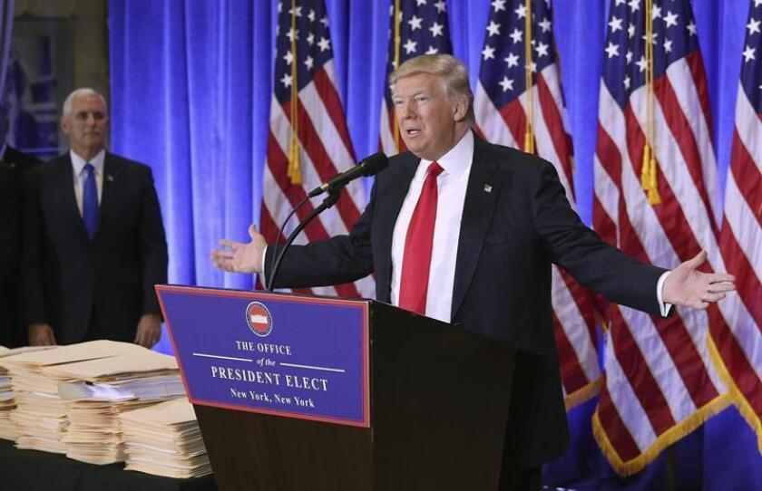 """El presidente electo, Donald Trump, insistió hoy en que """"nunca"""" tuvieron que haberse filtrado informes difundidos en las últimas horas sobre supuestas operaciones de agentes rusos que pueden incluir material comprometido para él. EFE"""