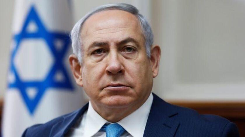 La policía israelí le atribuyó cargos de presunta corrupción y, según la declaración oficial, existen pruebas suficientes para procesarlo por soborno, fraude y abuso de confianza en dos casos independientes.