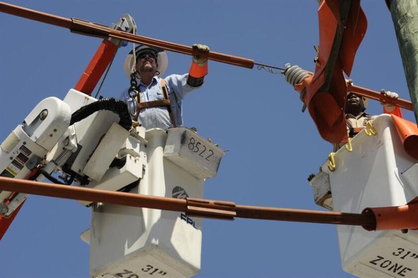 Un equipo de 140 trabajadores de Florida Power & Light Company (FPL) viajó hoy a Puerto Rico para agilizar el restablecimiento del servicio eléctrico dañado por el huracán María. EFE/ARCHIVO/USO EDITORIAL SOLAMENTE/NO VENTAS