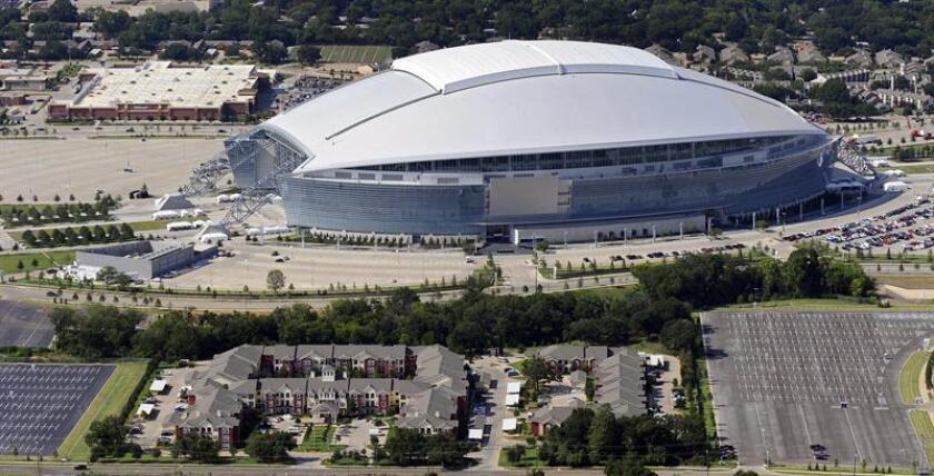El campo del AT&T Stadium, de Arlington (Texas), propiedad de los Cowboys de Dallas, de la Liga Nacional de Fútbol Americano (NFL) será el escenario de la primera semifinal que se juegue el próximo 22 de julio. EFE/Archivo
