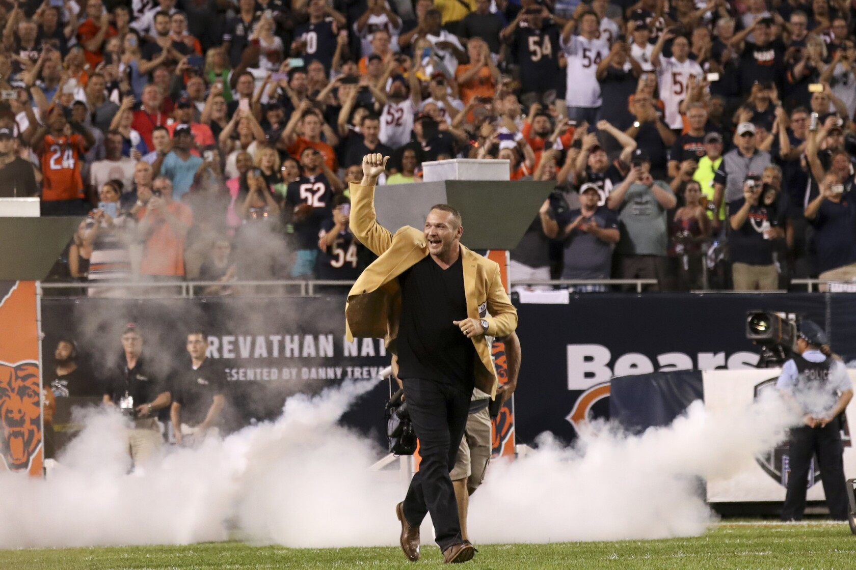 huge selection of d404c 9b712 Brian Urlacher explains his beef with former Bears GM Phil ...