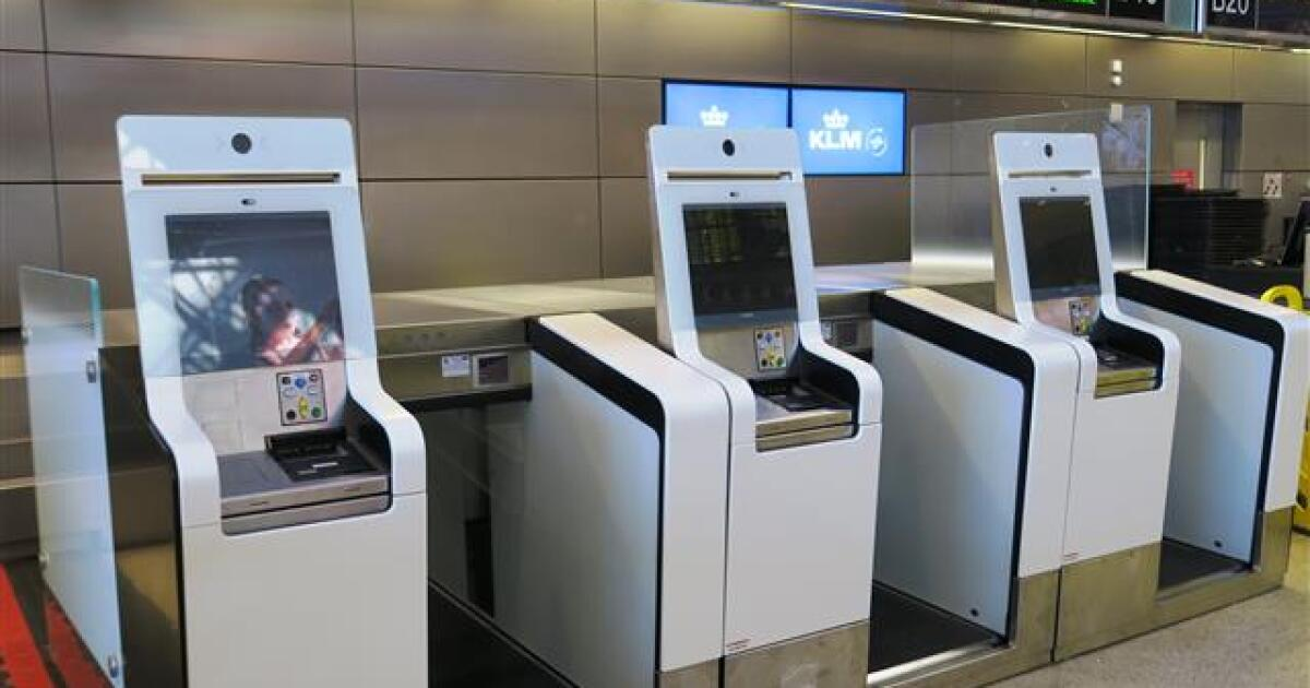 New self-serve bag checking system tested for international fliers at LAX