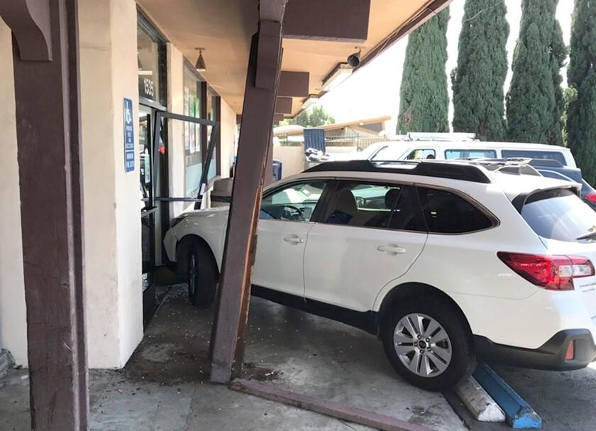 tn-vsl-me-pedestrian-hit-7-eleven-vehicle-crash-20190912-2.jpg