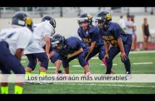 ¿Prohibir el tackle en niños que juegan fútbol americano?