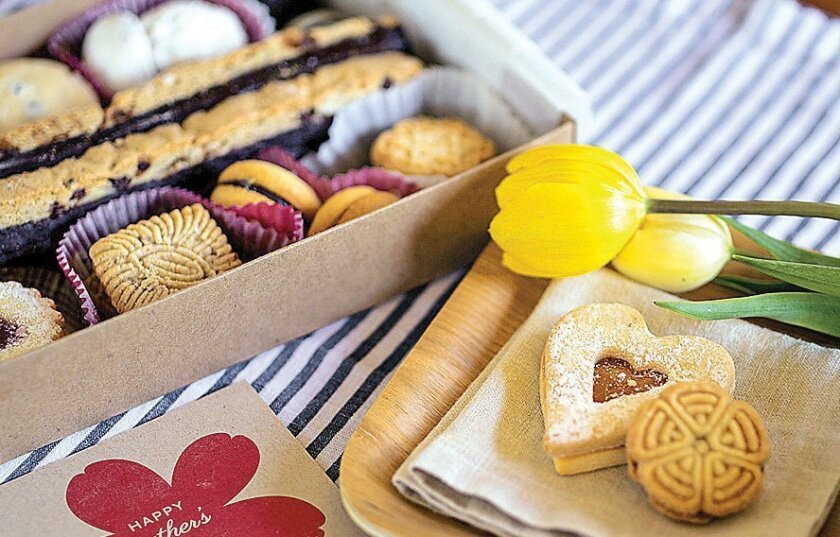 The Mother's Day cookie assortment from Cookies Con Amore.