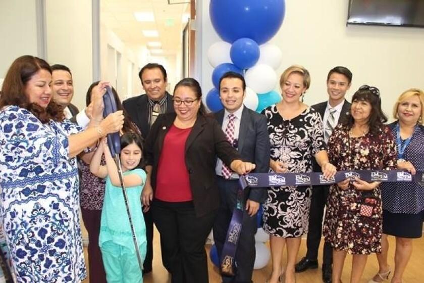 Abre clínica dental para personas de bajos recursos y sin seguro médico